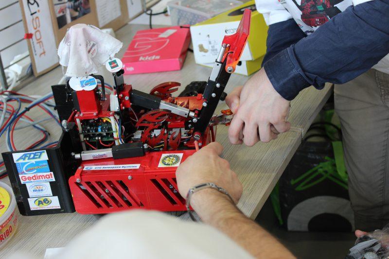 Un robot des Trophées 2016 en construction